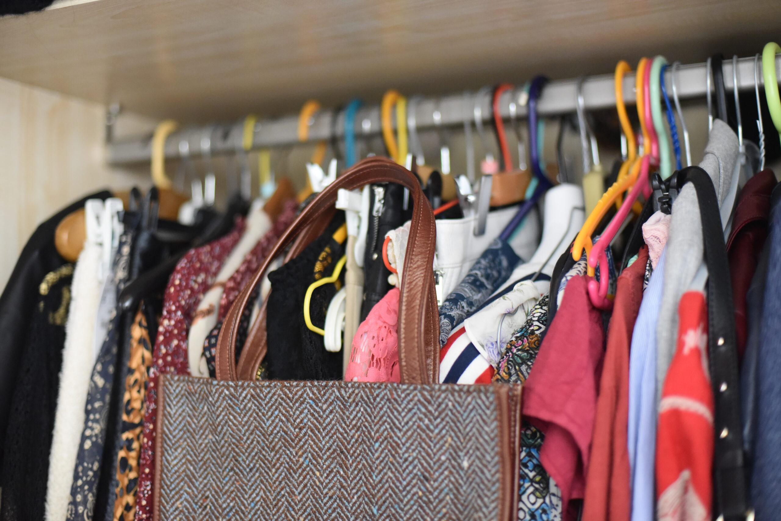 Comment créer une garde-robe minimaliste, durable et de façon originale?